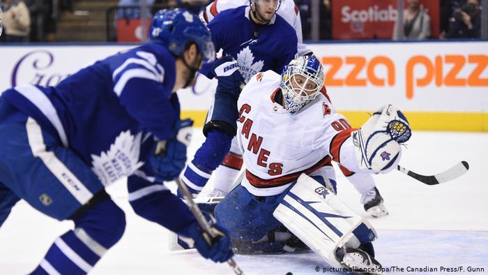 NHL |  Carolina Hurricans vs Toronto Maple.