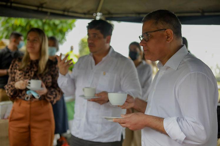 Presidente de la COP26 visita un café sostenible en Costa Rica (+ foto)