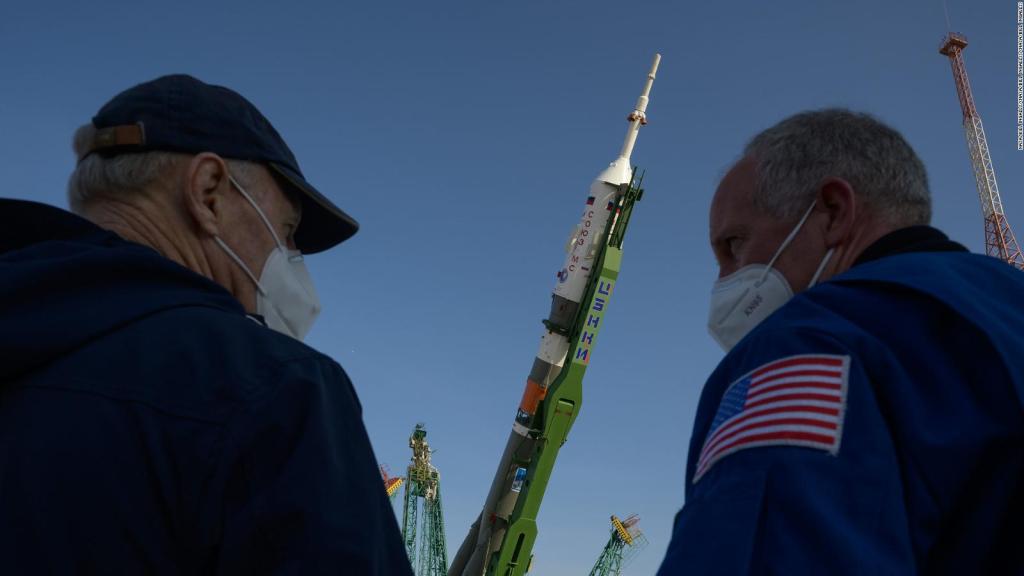 Soyuz is ready to take 3 astronauts to space