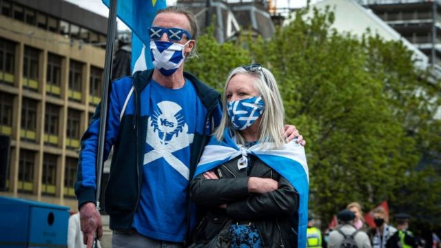 Two Scots with a flag