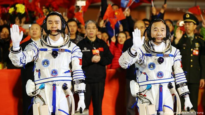 Astronauts Jing Haiping and Chen Dong