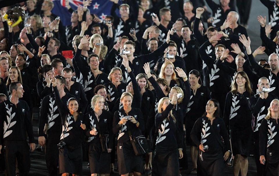 New Zealand adopted & # xf3;  A similar look to that of the All Blacks in 2004 (Stuart Franklin / Getty Images)