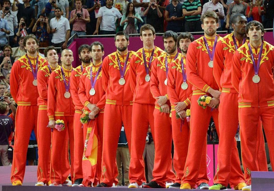 The Spanish basketball team wears the uniforms criticized by many of its teammates (Mark Ralston/AFP/Getty Images)