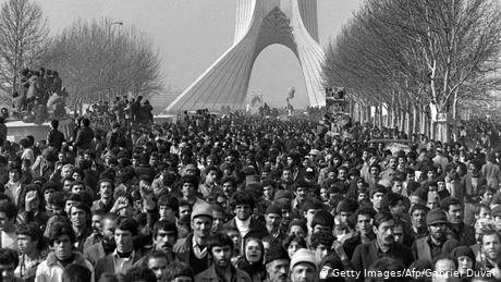 Hundreds of thousands of Iranians turned out that day to cheer in the motorcade in which Khomeini drove to the central cemetery to deliver his arrival speech there (Photo: afp)