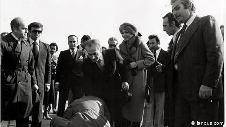 Shah Reza Pahlavi leaving Iran on January 16, 1979 (Photo: fanous.com)