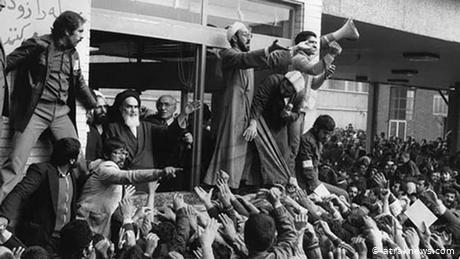 Khomeini during his speech at the Tehran Central Cemetery on February 1, 1979 (Photo: araknews.com)